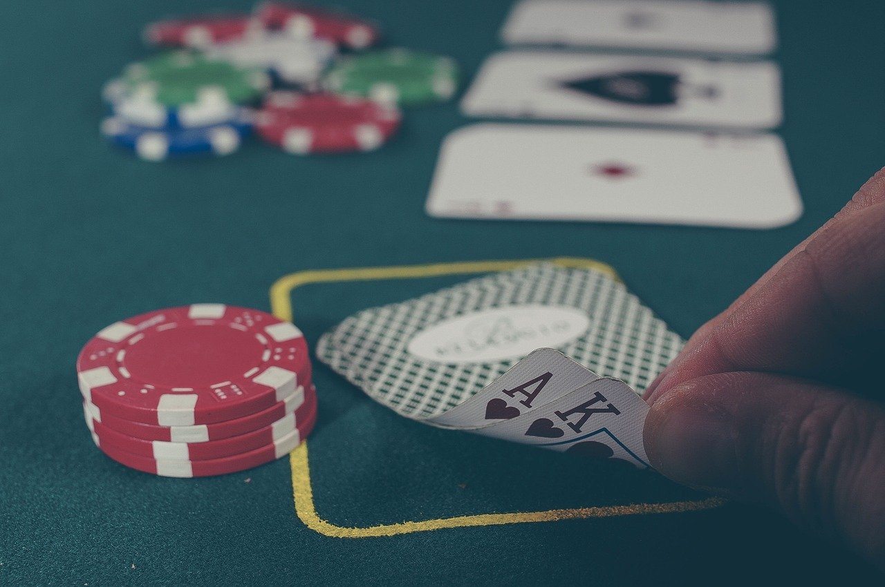 differneces in playing poker online vs live - The Ten Main Differences in Live and Online Poker